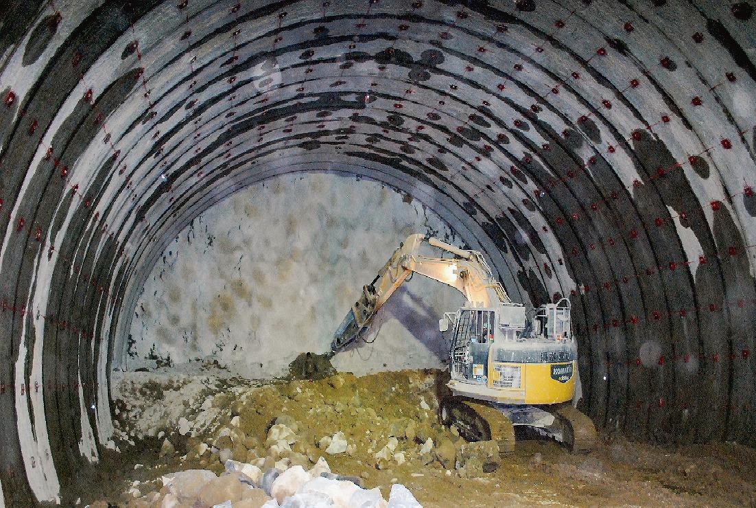 【グラビア】「滝室坂トンネル」掘削工事着々